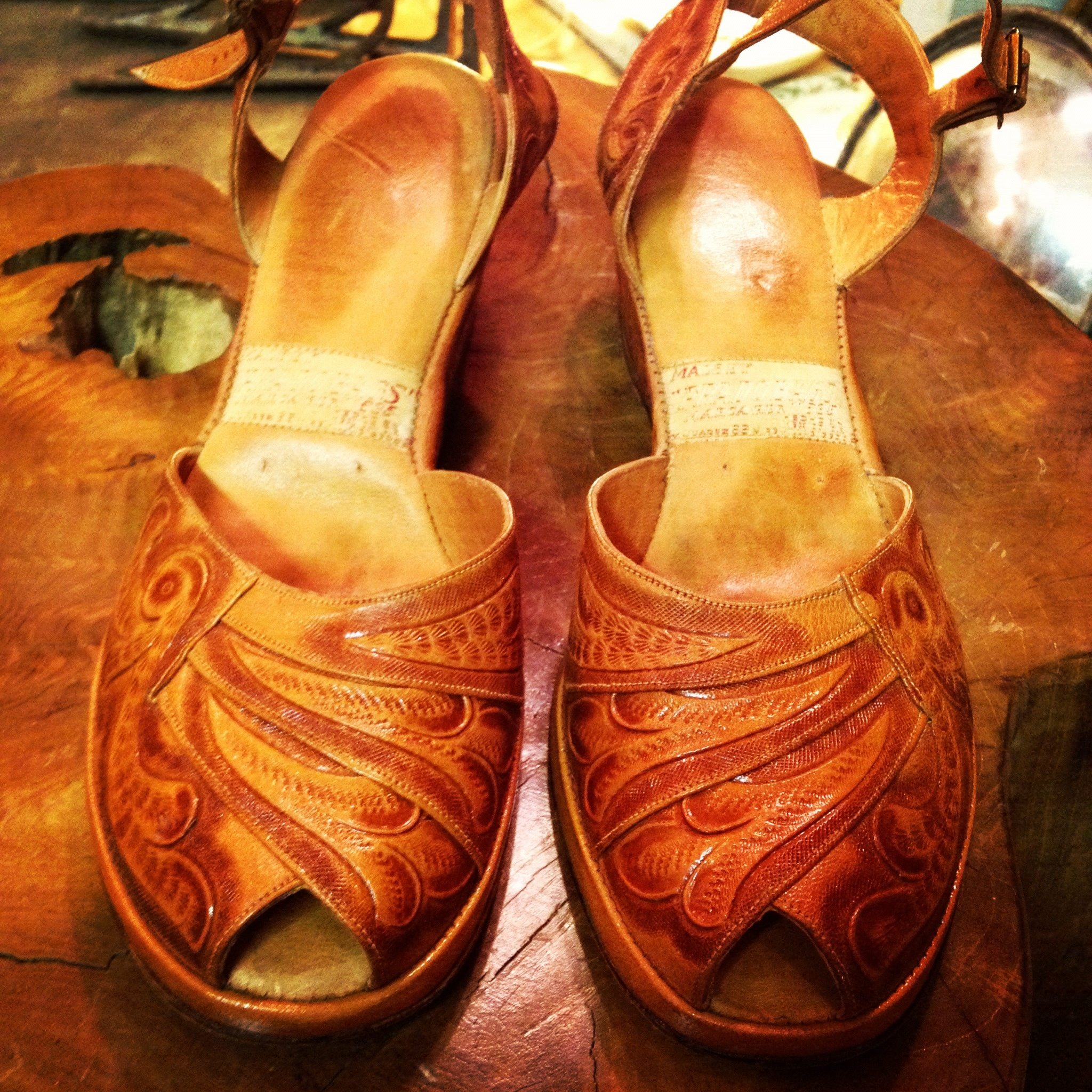 62a0afb3e1ae6 Beautiful Mexican Tooled Leather Shoes | DOLLY PYTHON